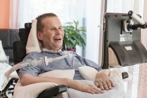 Gregor Krafczyk steuert seine Kommunikationshilfe mit den Augen